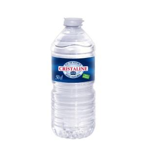 Wasser in einer Palette von 1728 Flaschen von 0,5 L