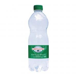 Wasser prickelnd in einer Palette von 1592 Flaschen von 1,5 L